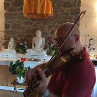 Sabato 13 agosto, Matteo al violino Meditazione&Yoga
